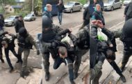 """В Києві побито правозахисника. Поліція імітує обшук і підкидає """"траву""""."""