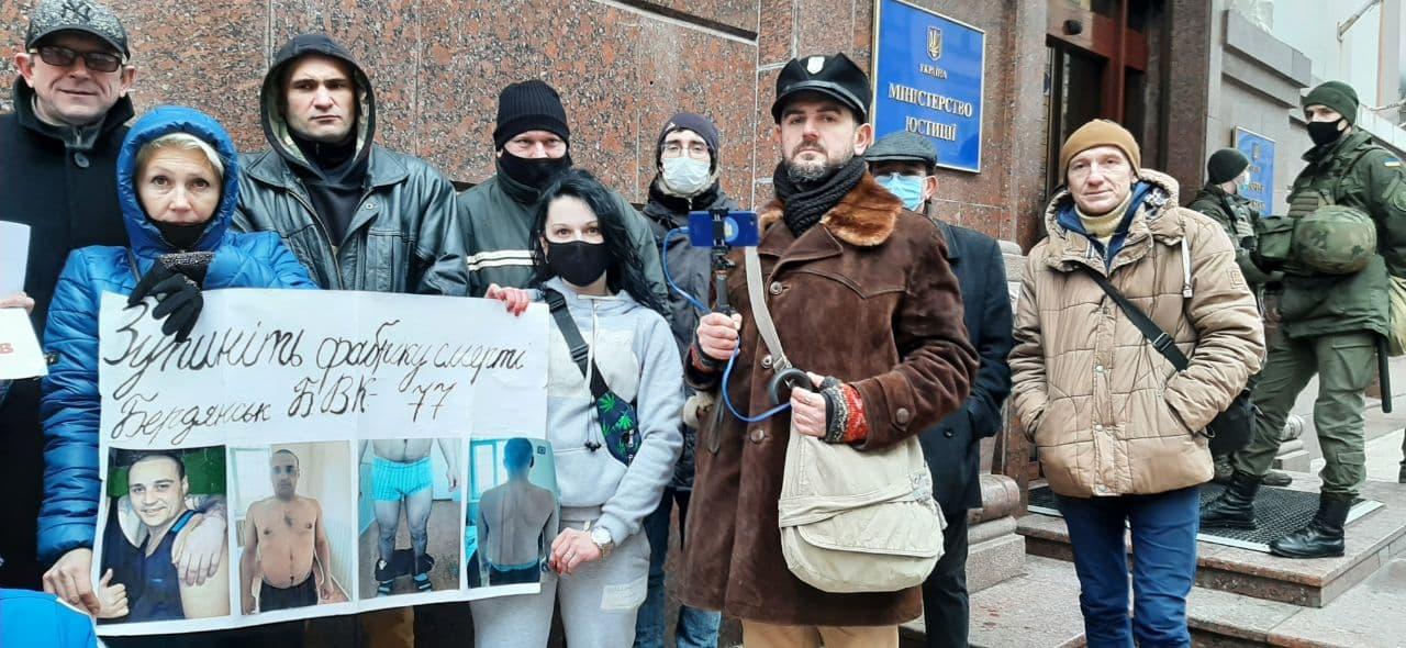 """Відбулися вуличні пікети """" Ми проти катувань та бездіяльності влади """""""
